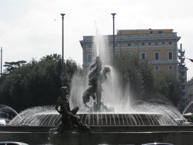 fontana-de--naiadi-in-piazza-della-repubblica immagine stock