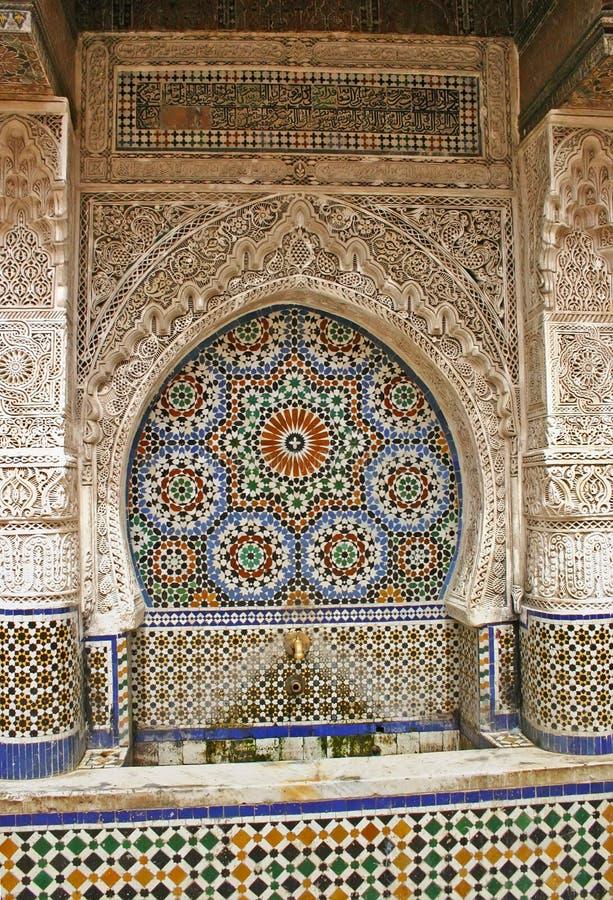 Fontana decorativa e piastrellata di Najjarin nel vecchio Medina di Fes, Mo fotografie stock libere da diritti