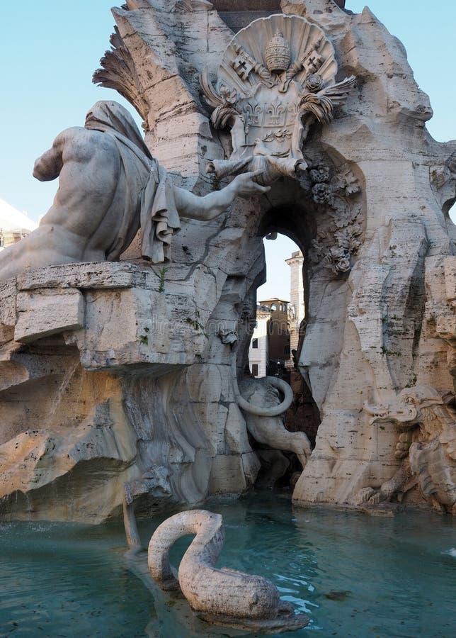 Fontana-dei Quattro Fiumi in Navona-Quadrat in Rom, Italien stockbild