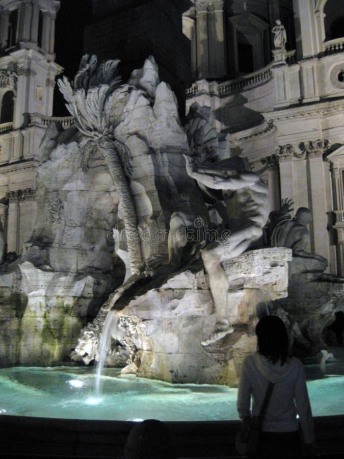 Fontana-dei-quattro-fiumi--notte fotografie stock