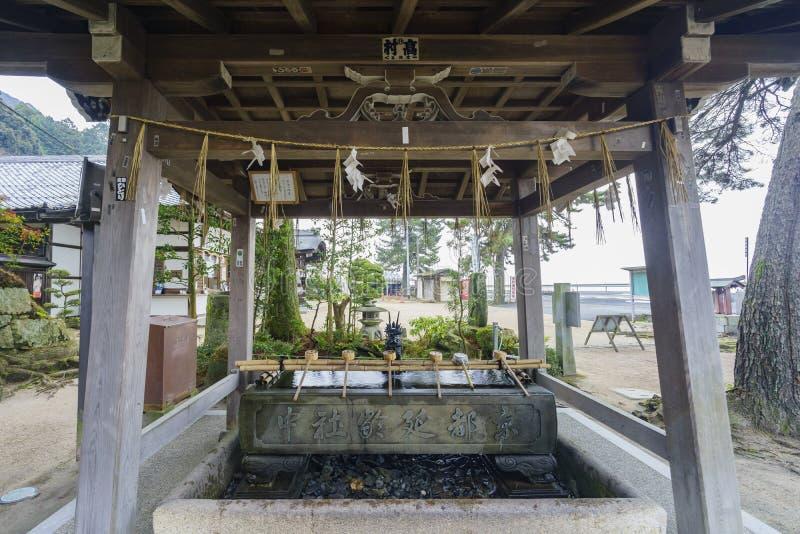 Fontana del drago nel santuario di Shirahige fotografia stock libera da diritti