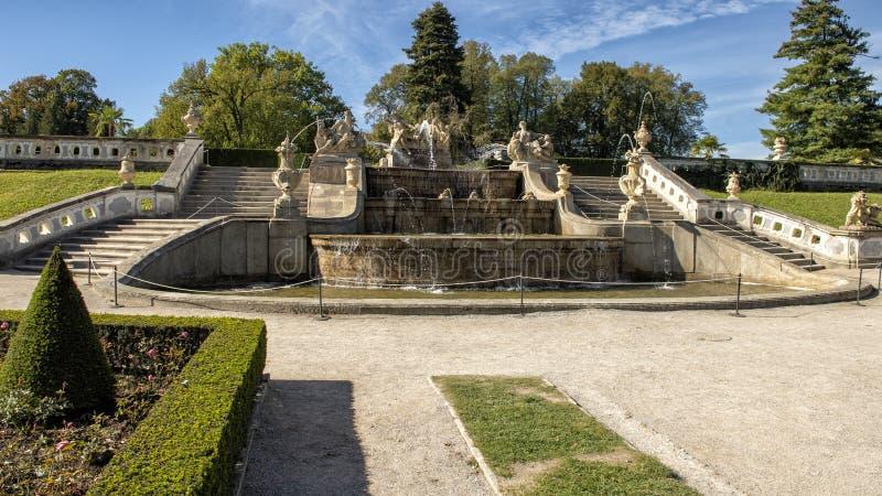 Fontana del giardino del castello, Cesky Krumlov, repubblica Ceca fotografia stock