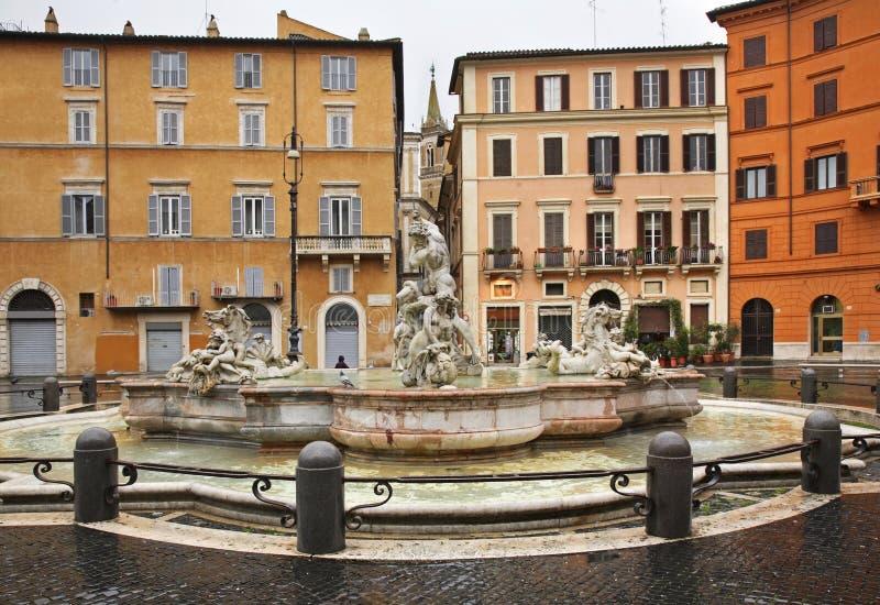 Fontana del Moro (amarre la fuente) en la plaza Navona en Roma Italia imagen de archivo libre de regalías