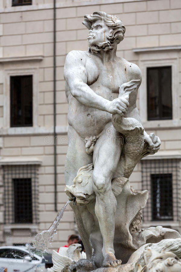 Fontana del Moro (amarre la fuente) en la plaza Navona roma imagenes de archivo