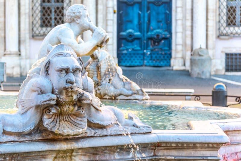 Fontana del Moro, of legt Fontein, op Piazza Navona, Rome, Italië vast Gedetailleerde mening van beeldhouwwerken stock afbeelding