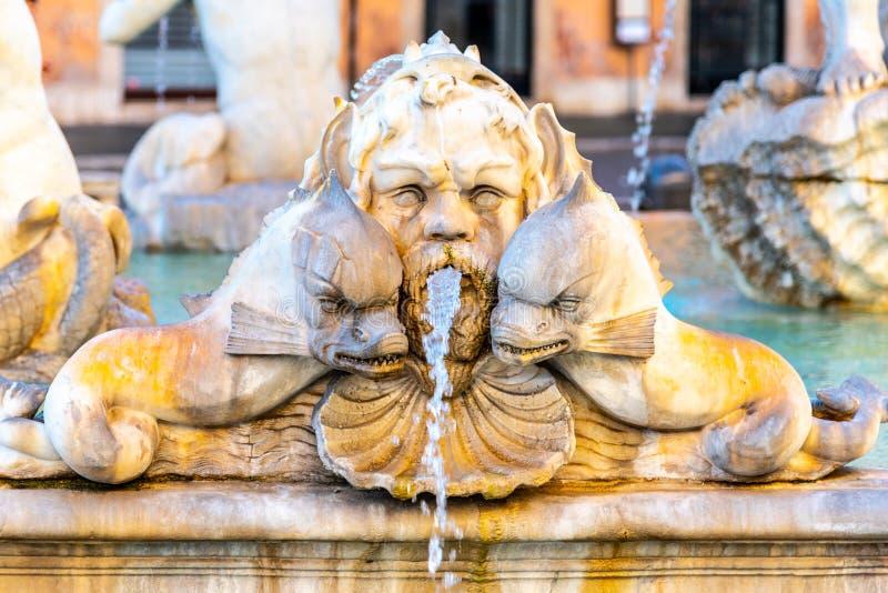 Fontana del Moro, of legt Fontein, op Piazza Navona, Rome, Itali? vast Gedetailleerde mening van beeldhouwwerken royalty-vrije stock afbeeldingen