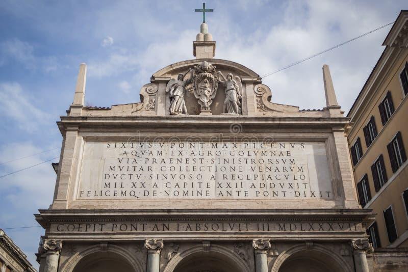 Fontana Del Mose Via Venti Settembre en Roma foto de archivo