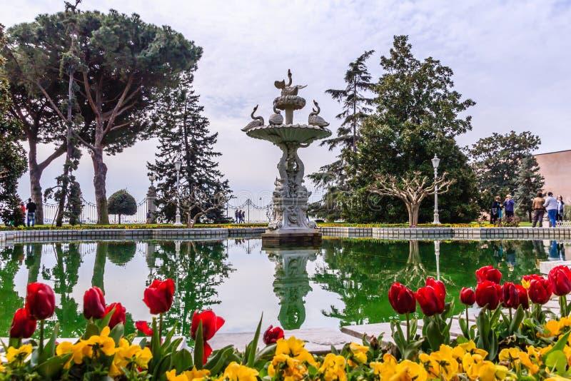 Fontana del palazzo di Dolmabahce fotografia stock libera da diritti