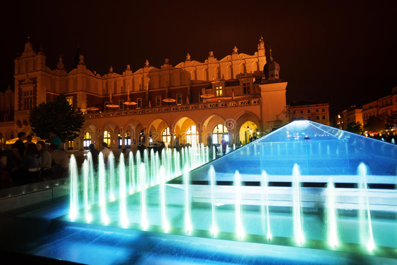 Fontana del panno Corridoio su Rynek Glowny a Cracovia immagine stock
