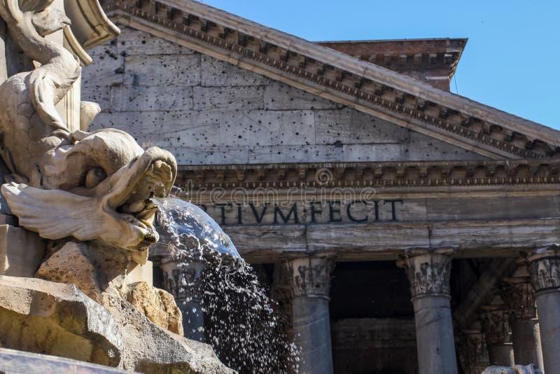 Fontana del Pantheon en Roma fotografía de archivo libre de regalías