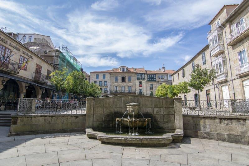 Fontana del quadrato di Teucro nel centro storico di Pontev fotografia stock