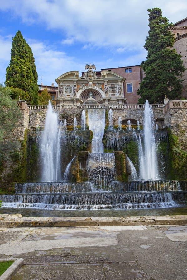 Fontana del sito importante del patrimonio mondiale di tivoli del este della villa e immagine stock