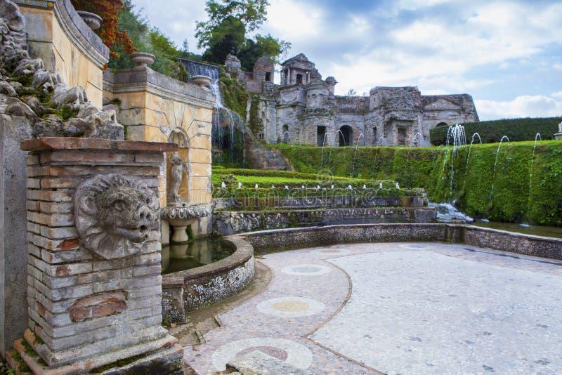 Fontana del sito importante del patrimonio mondiale di tivoli del este della villa e fotografia stock libera da diritti