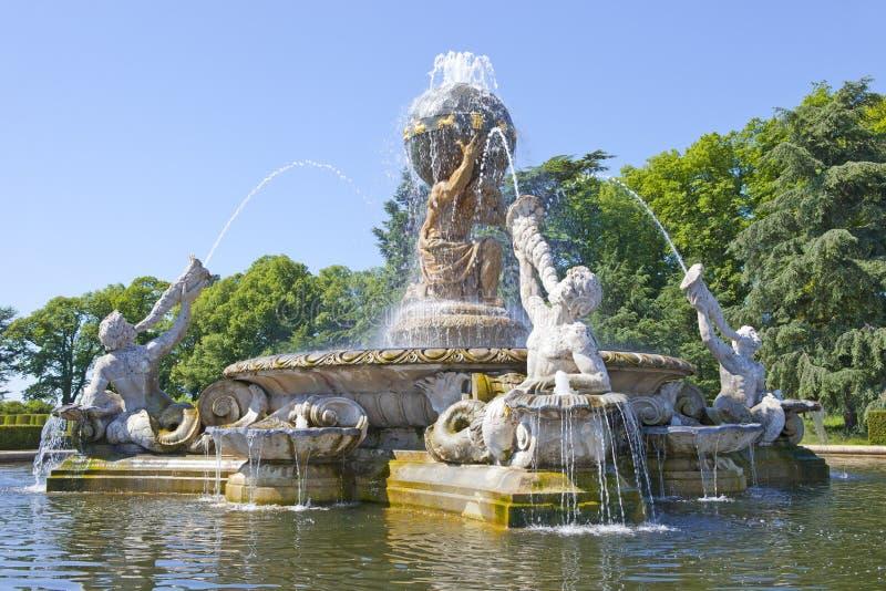 Fontana dell'atlante al castello Howard, North Yorkshire, Regno Unito immagini stock libere da diritti