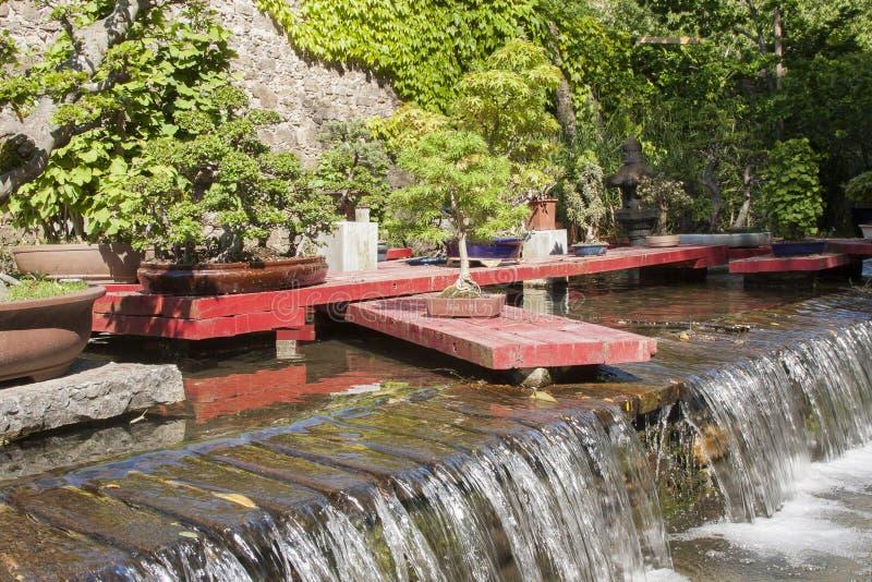 Fontana della cascata in Anduze immagine stock libera da diritti