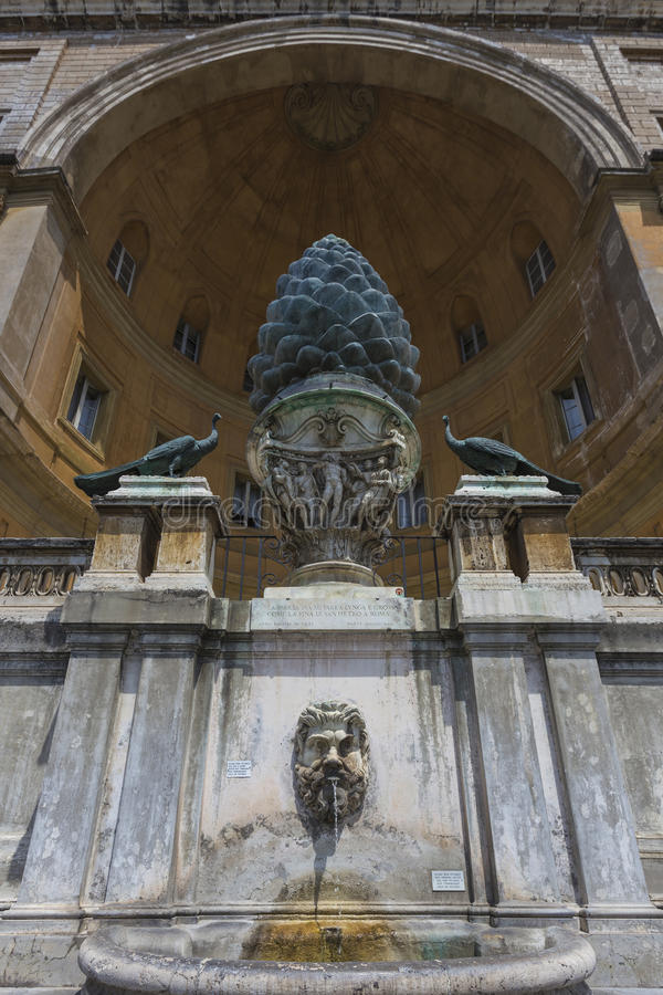 Fontana della Pigna royaltyfri foto