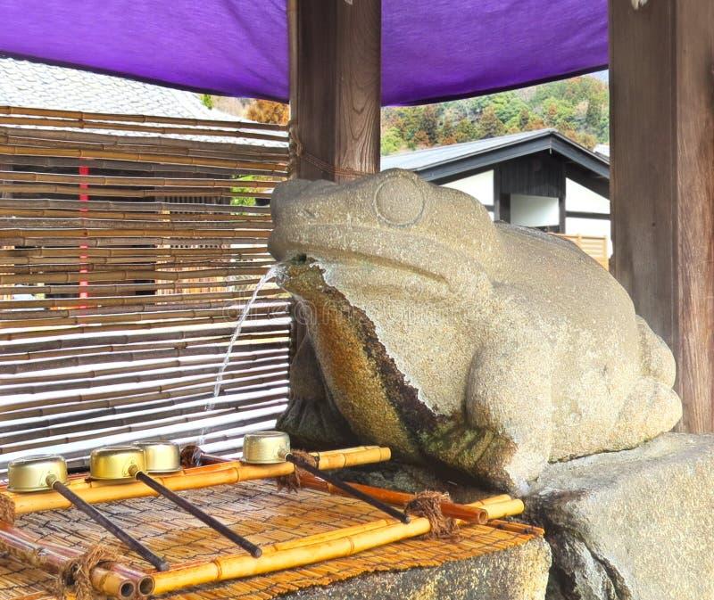 Fontana della rana, Kinomotojizo-in, Nagahama, Giappone fotografia stock libera da diritti