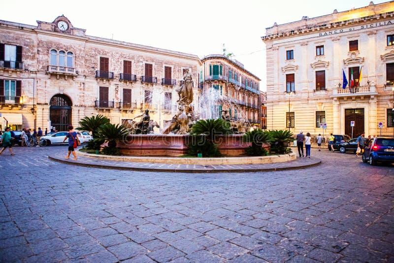 Fontana di Artemide, fontaine d'Artemide, Ortigia, Italie photographie stock