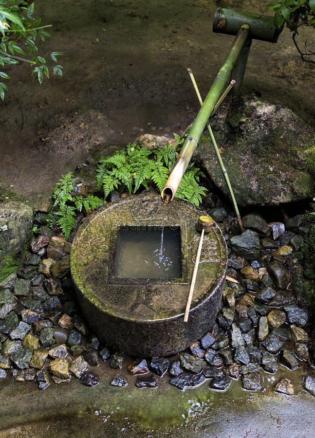 Fontana di bambù giapponese tradizionale Ryoan-ji Kyoto immagini stock libere da diritti