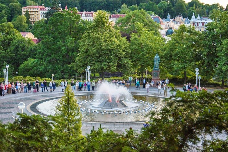 Fontana di canto vicino alla colonnato principale nella piccola città della Boemia ad ovest Marianske Lazne Marienbad - repubblic fotografia stock