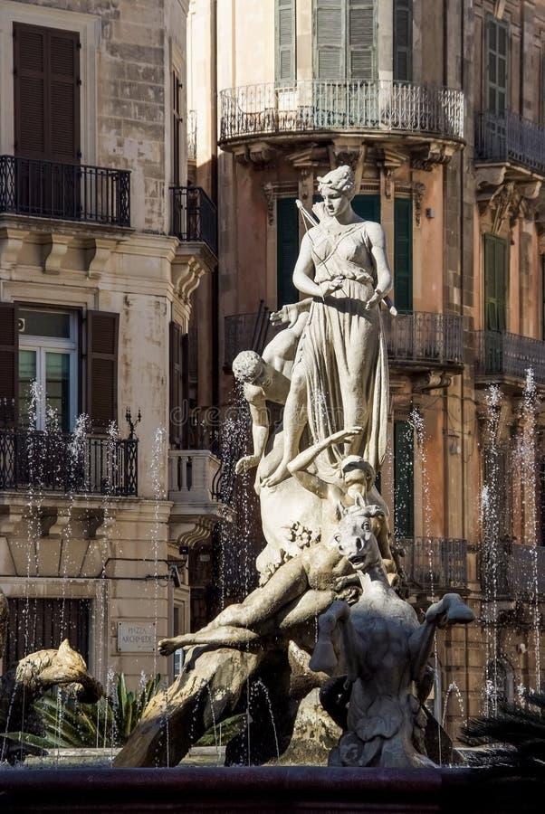 Fontana di Diana alla piazza Archimede a Siracusa, Sicilia fotografia stock libera da diritti