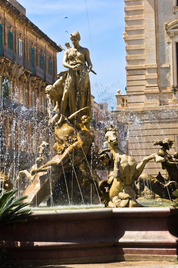 Fontana di Diana a Ortigia, città di Siracusa, Sicilia immagini stock libere da diritti