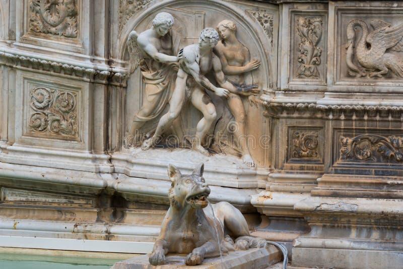Fontana di Fonte Gaia di gioia, con vergine Maria ed il bambino Gesù Quadrato di Piazza del Campo Campo fotografia stock