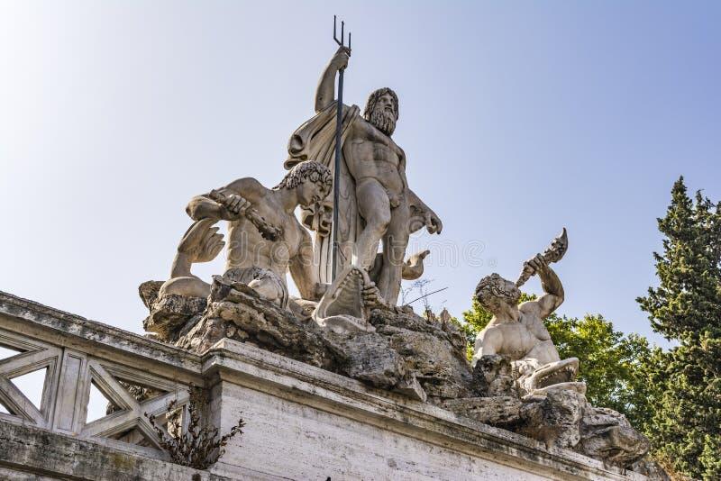 Fontana di Greco Dio Nettuno, Piazza del Popolo, Roma, Italia immagine stock