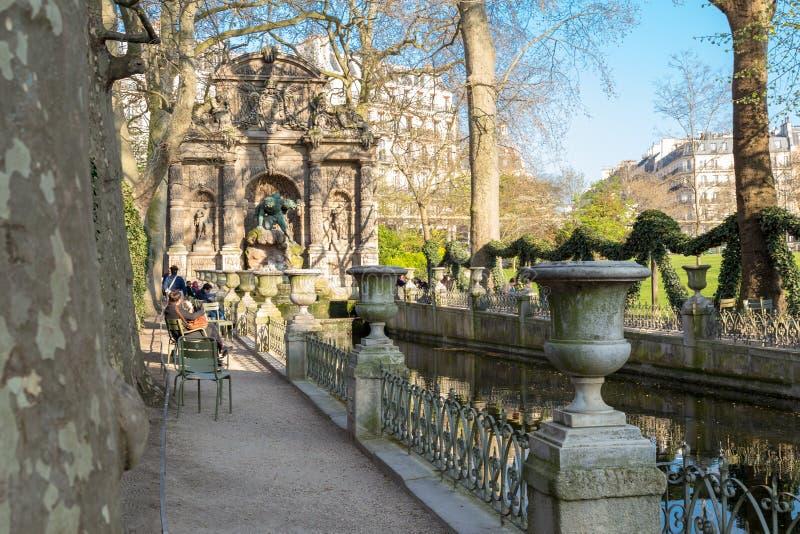 Fontana di Medici nel giardino Jardin du Lussemburgo, Parigi del Lussemburgo immagini stock libere da diritti