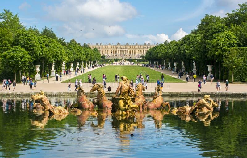 Fontana di Nettuno nel parco di Versailles, Francia fotografie stock libere da diritti
