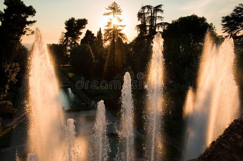 Fontana di Nettuno no por do sol no tivoli imagens de stock royalty free