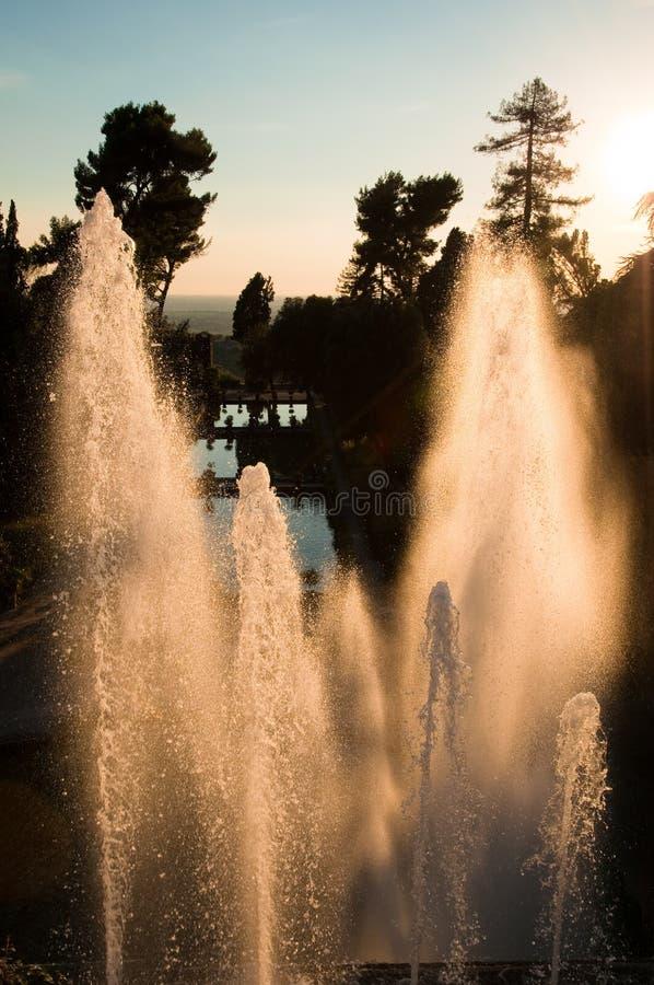 Fontana di Nettuno no tivoli do por do sol imagem de stock