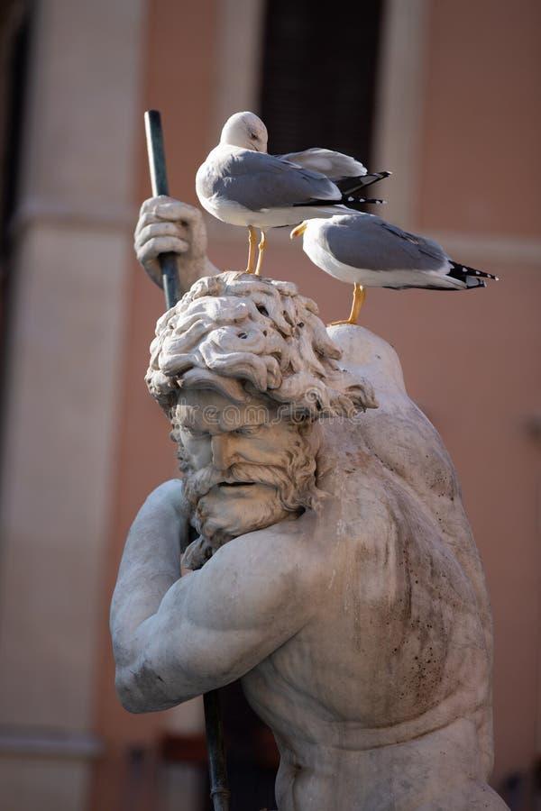 Fontana di Nettuno sulla piazza Navona a Roma immagini stock