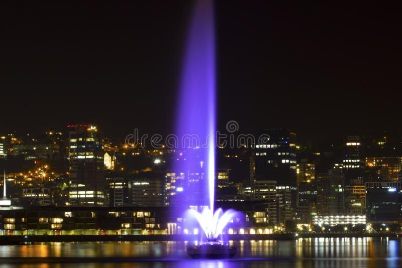 Fontana di notte fotografia stock libera da diritti