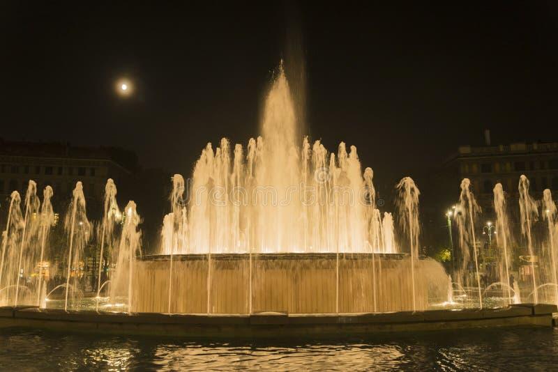 Download Fontana di Sforza Castel fotografia stock. Immagine di acqua - 103068082
