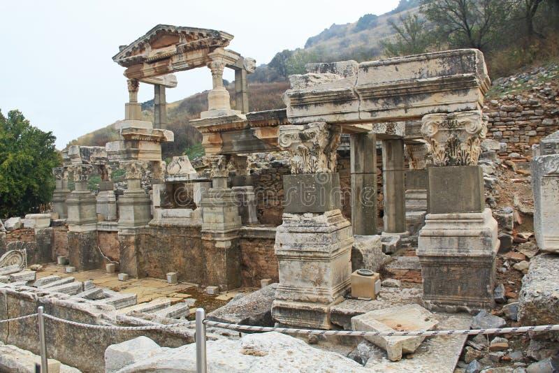 Fontana di Traiano nelle rovine di Ephesus, Turchia fotografia stock libera da diritti