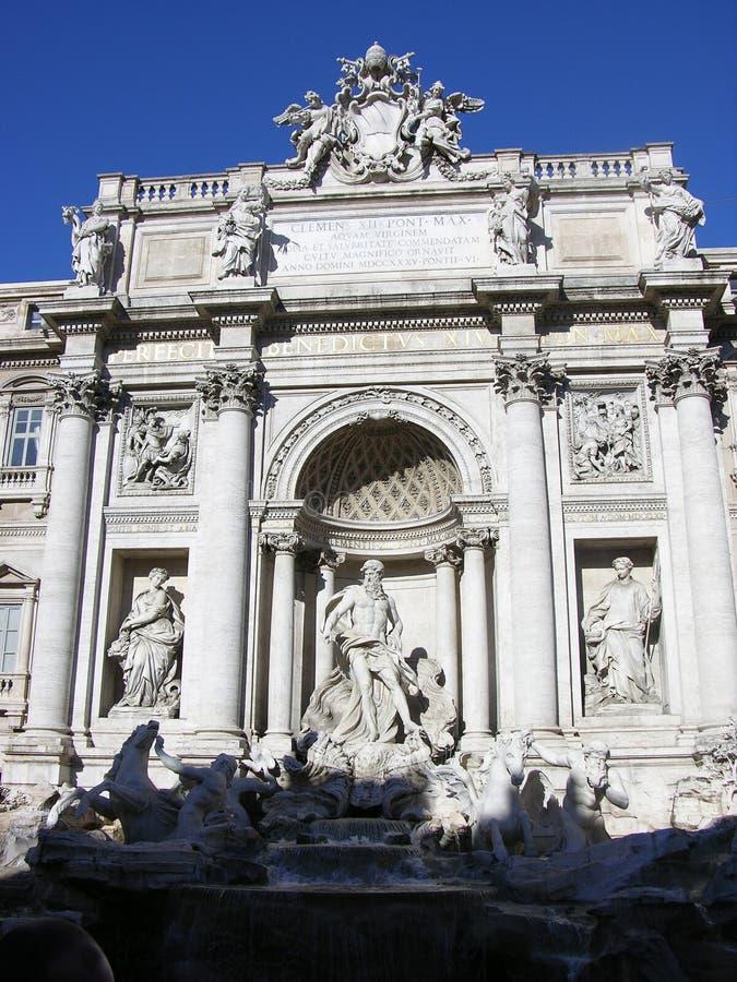 Download Fontana di Trevi fotografia stock. Immagine di storico - 210004