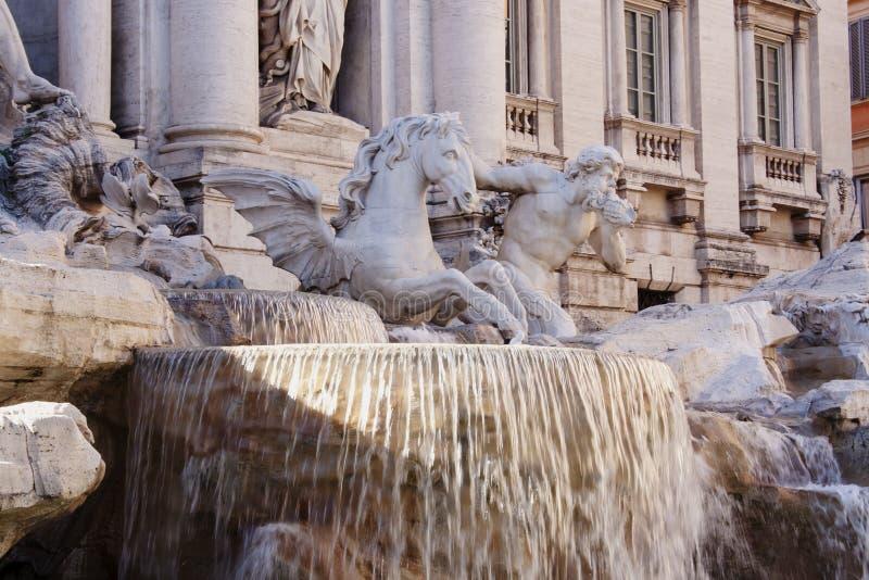 Fontana di Trevi - detalle de la estatua imagen de archivo libre de regalías