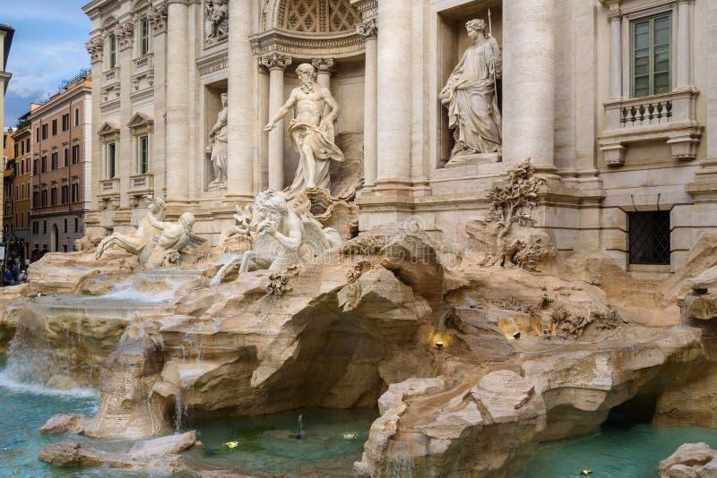Fontana di Trevi eller Trevi-springbrunn rome italy fotografering för bildbyråer