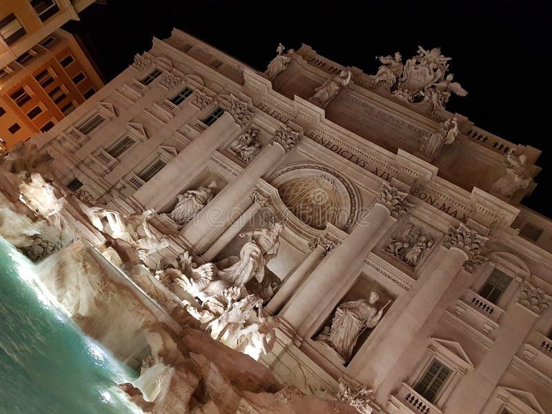 Fontana di trevi på nigth royaltyfria foton