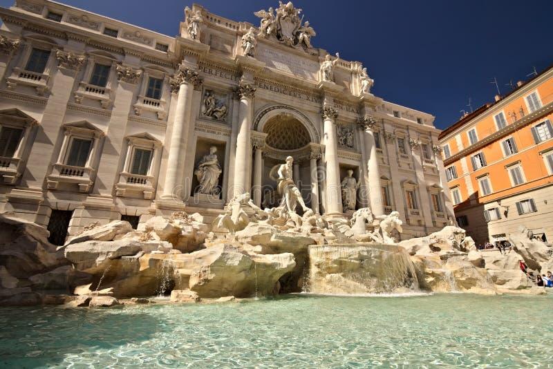 Fontana di Trevi a Roma con la scultura di Nettuno fotografia stock