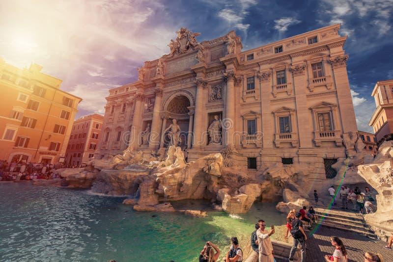 Fontana di Trevi - Roma - legend och skönhet fotografering för bildbyråer