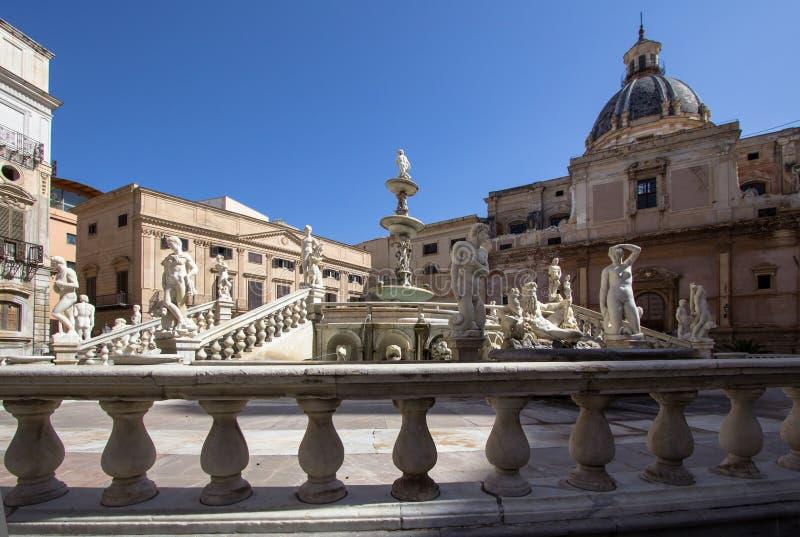 Fontana di vergogna sulla piazza Pretoria, Palermo, Italia immagine stock libera da diritti