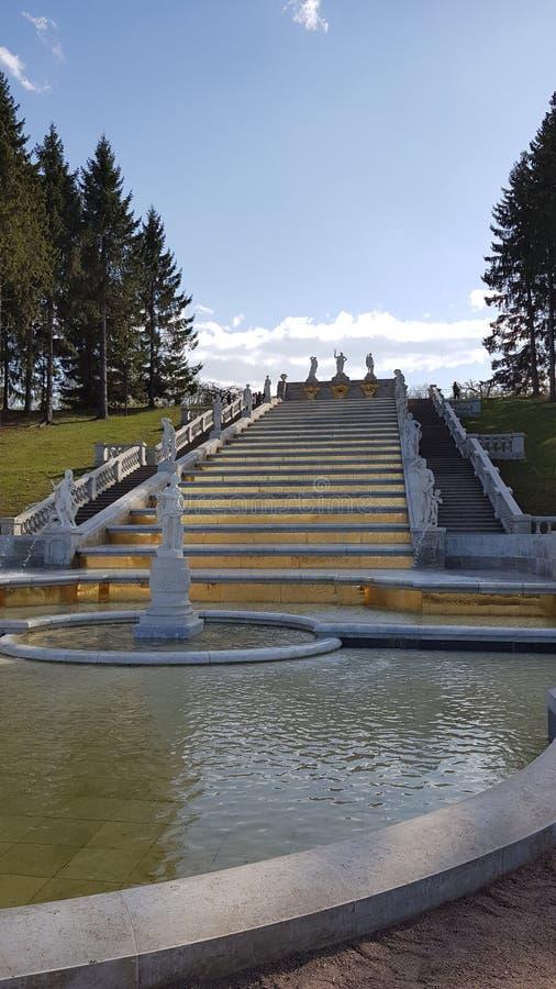 Fontana dorata in Peterhof in San Pietroburgo fotografia stock