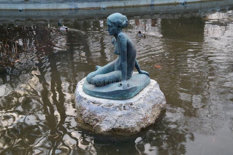 Fontana in giardino giapponese in Margaret Island immagini stock libere da diritti