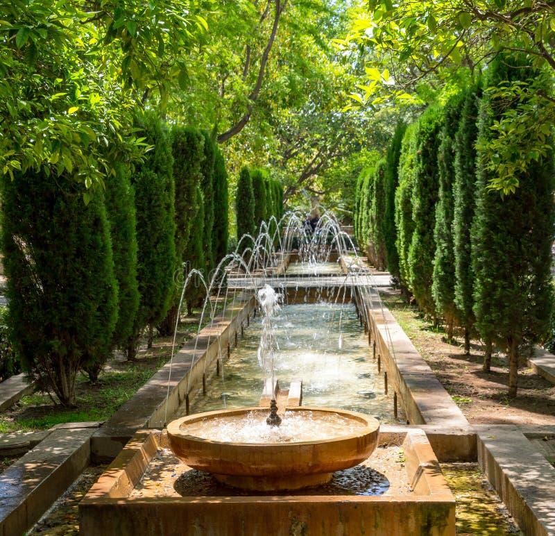 Fontana nei giardini di Almudaina - Palma de Mallorca, Spagna fotografia stock libera da diritti