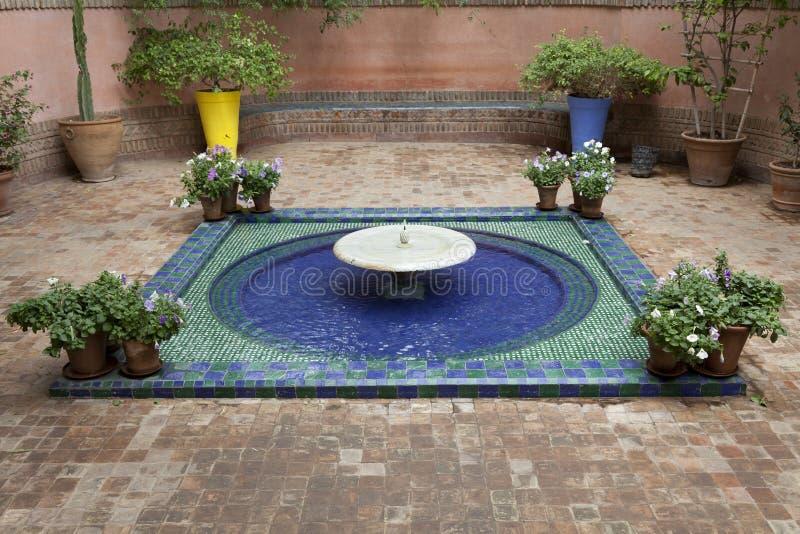 Fontana nei giardini di Majorelle fotografie stock