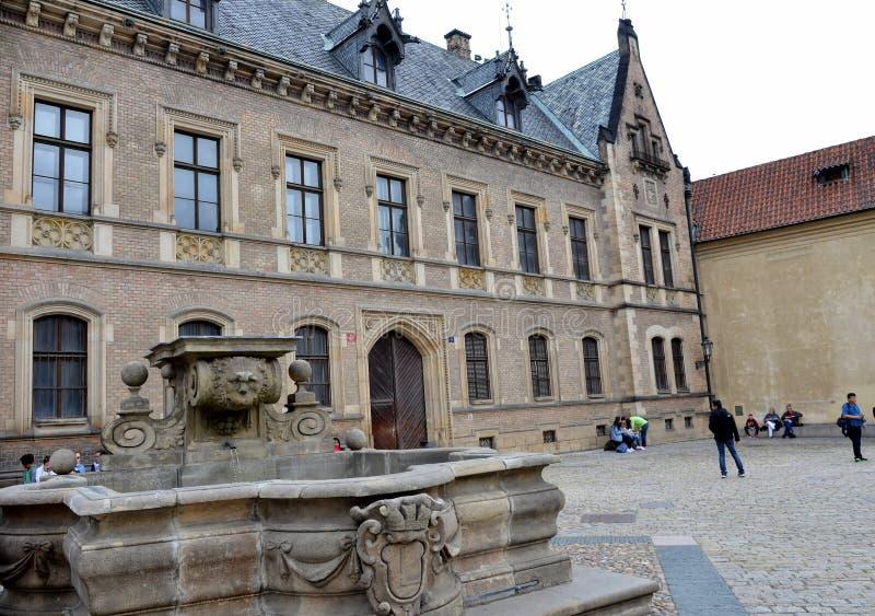 Fontana nel castello di Praga fotografia stock libera da diritti