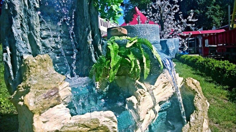 Fontana nel parco fotografie stock