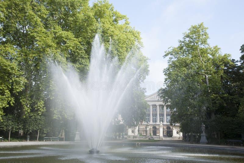 Fontana nel parco di Bruxelles - Parc de Bruxelles - Warandepark immagine stock libera da diritti